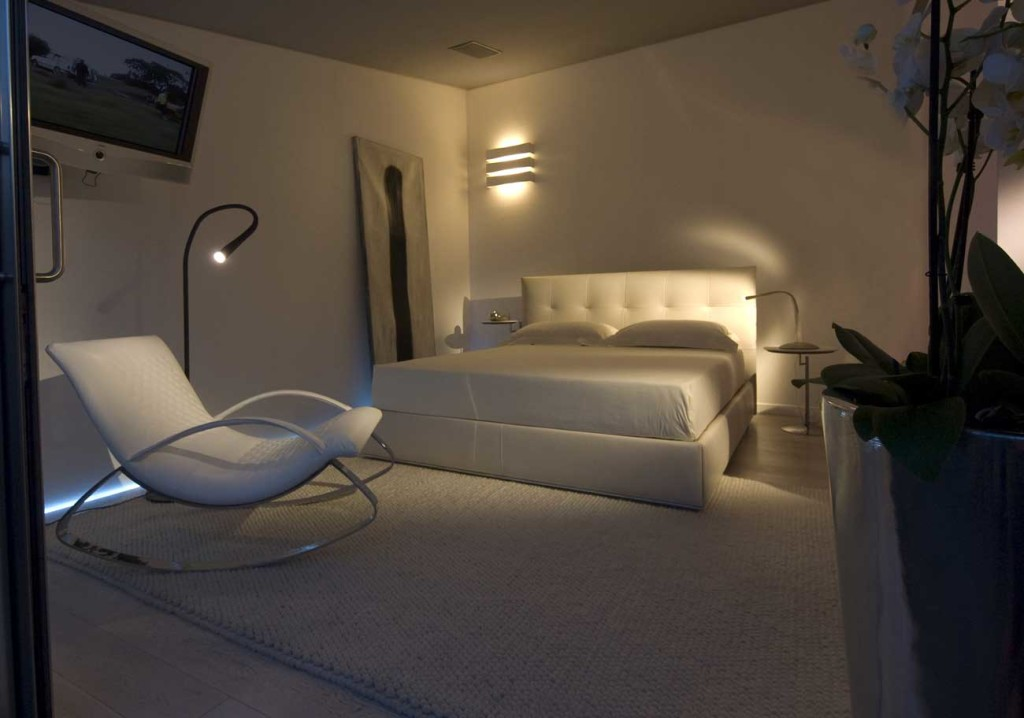 Modern leather bed by Cierre the Chagall bed by Stefano Conficconi